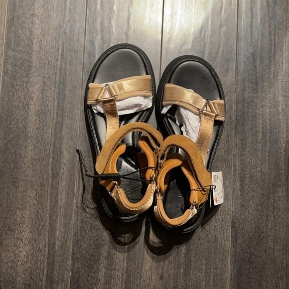 Summer isn't over yet! Zara's Sandals!